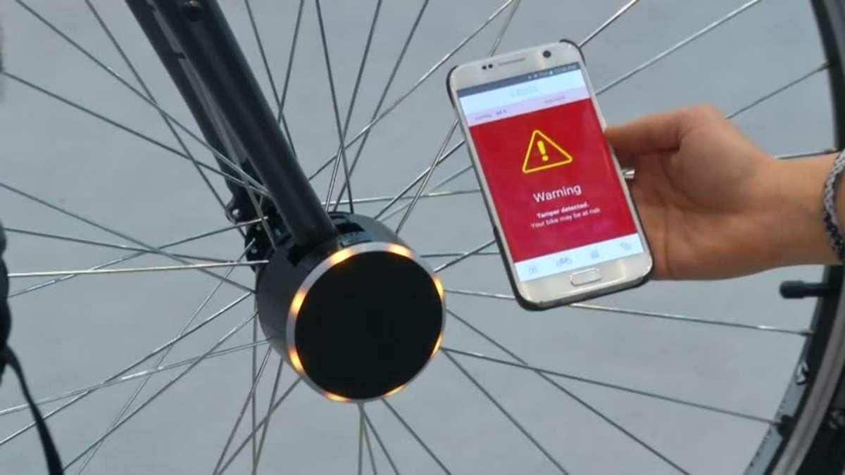 Умный замок на велосипеде, который отправляет сообщение на смартфон в случае попытки взлома/ REUTERS