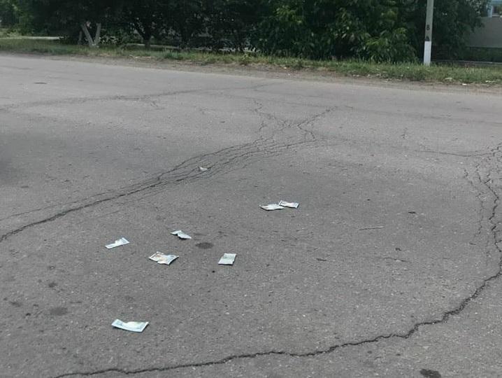 Председатель райсовета повредил часть денежных купюр / фото gp.gov.ua