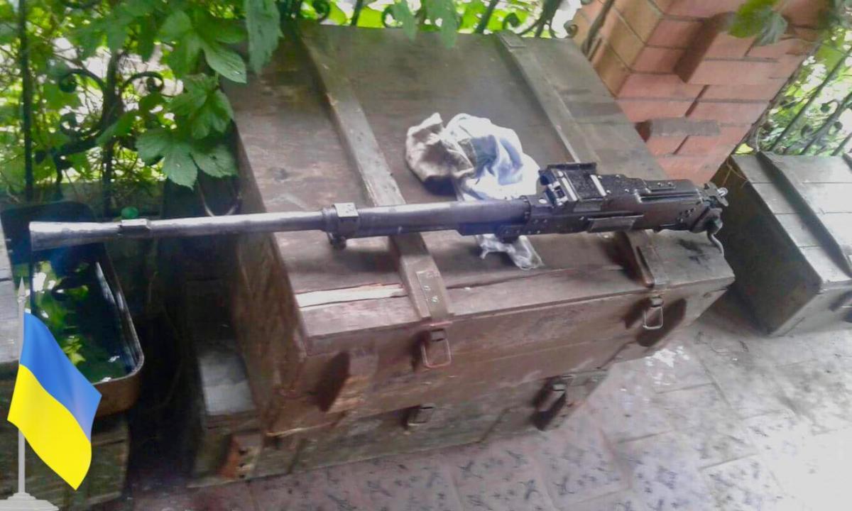 Волонтер показал фото захваченного пулемета / фото facebook.com/Юрий Мысягин