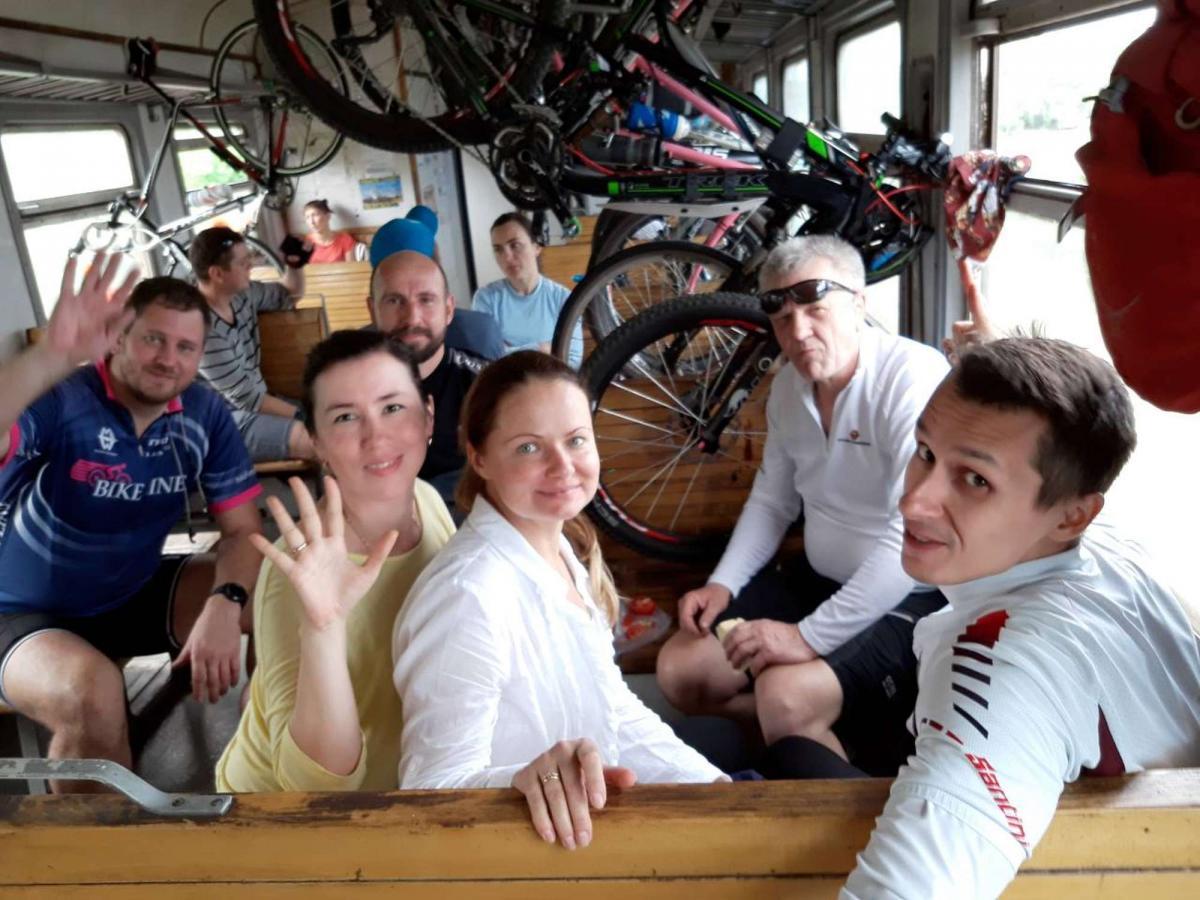 Велосипедисты домой добирались на электричке / hramzp.ua