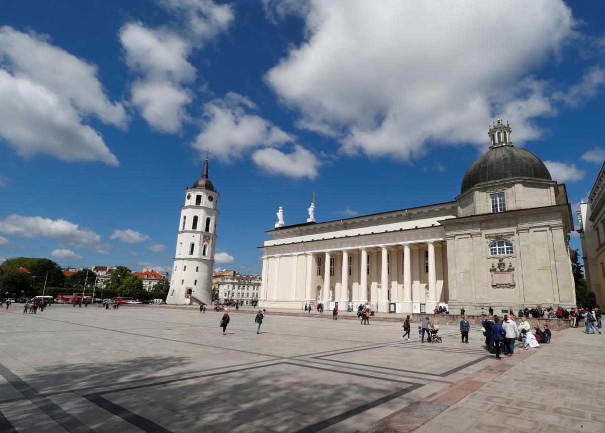 Кафедральная площадь в Вильнюсе / Иллюстрация REUTERS