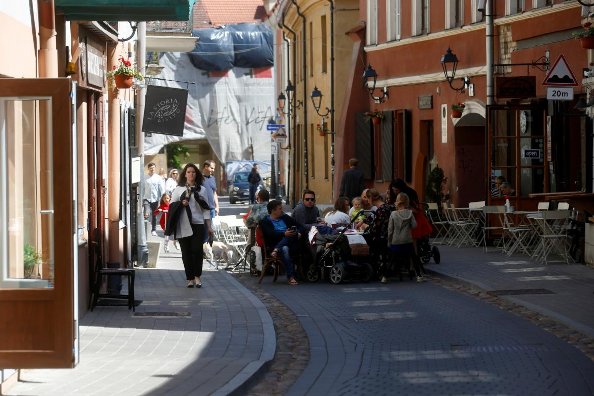 Много небольших кафешек можно найти в Старом городе Вильнюса / Иллюстрация REUTERS