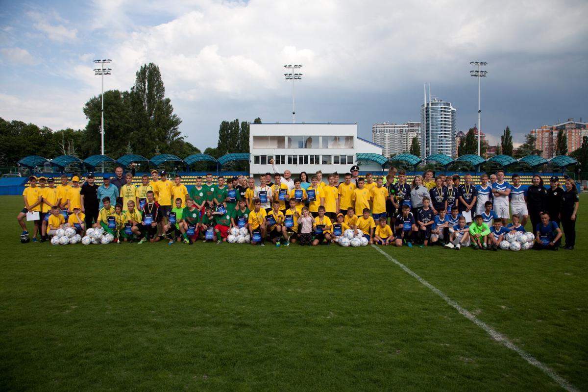 Перший етап чемпіонату з дворового футболу виграла команда «Молодь»