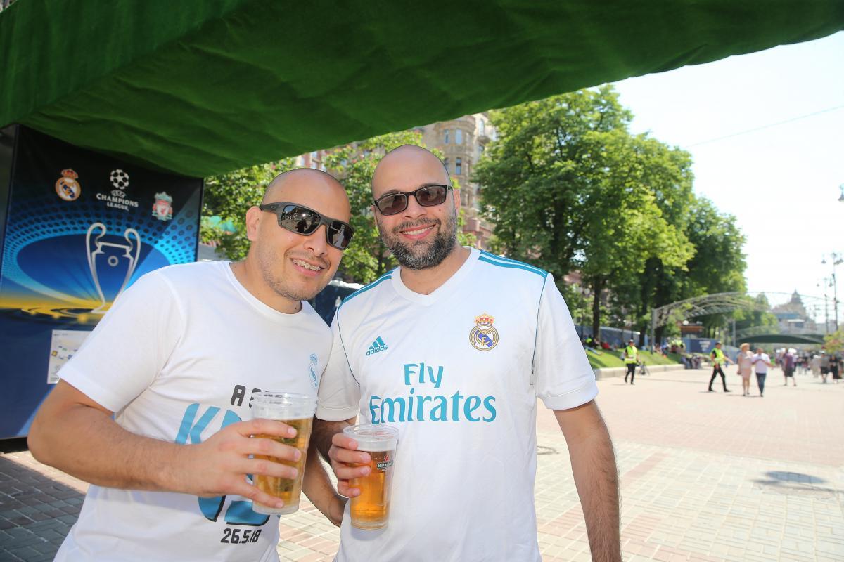 Мануэль и Густаво одобряют выбор города для финала ЛЧ / Фото УНИАН