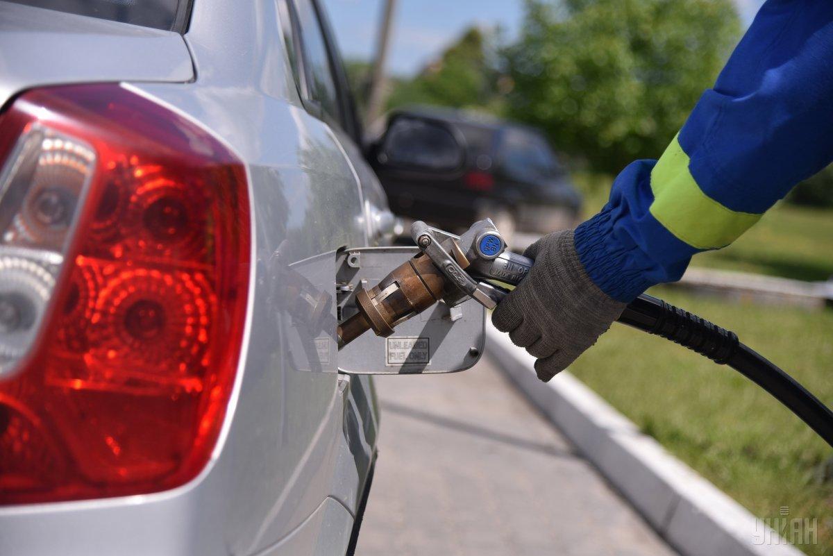 Эксперт прогнозирует снижение цен на бензин на уровне 3-5% / фото УНИАН
