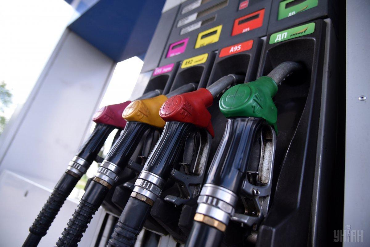 Средняя розничная цена бензина А-95 снизилась до 31,85 грн за литр / фото УНИАН