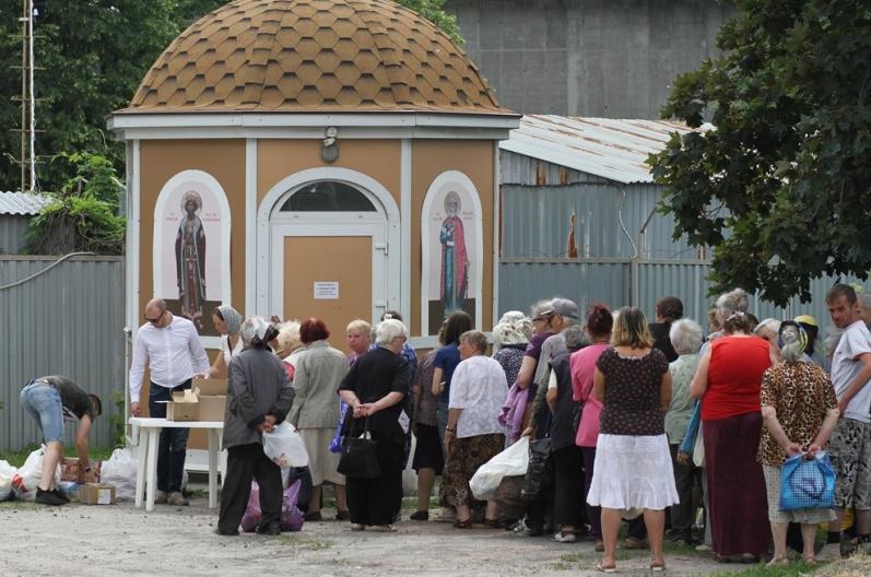 Киевские пенсионеры и малоимущие получили помощь от Кафедрального собора УПЦ / sobor.in.ua
