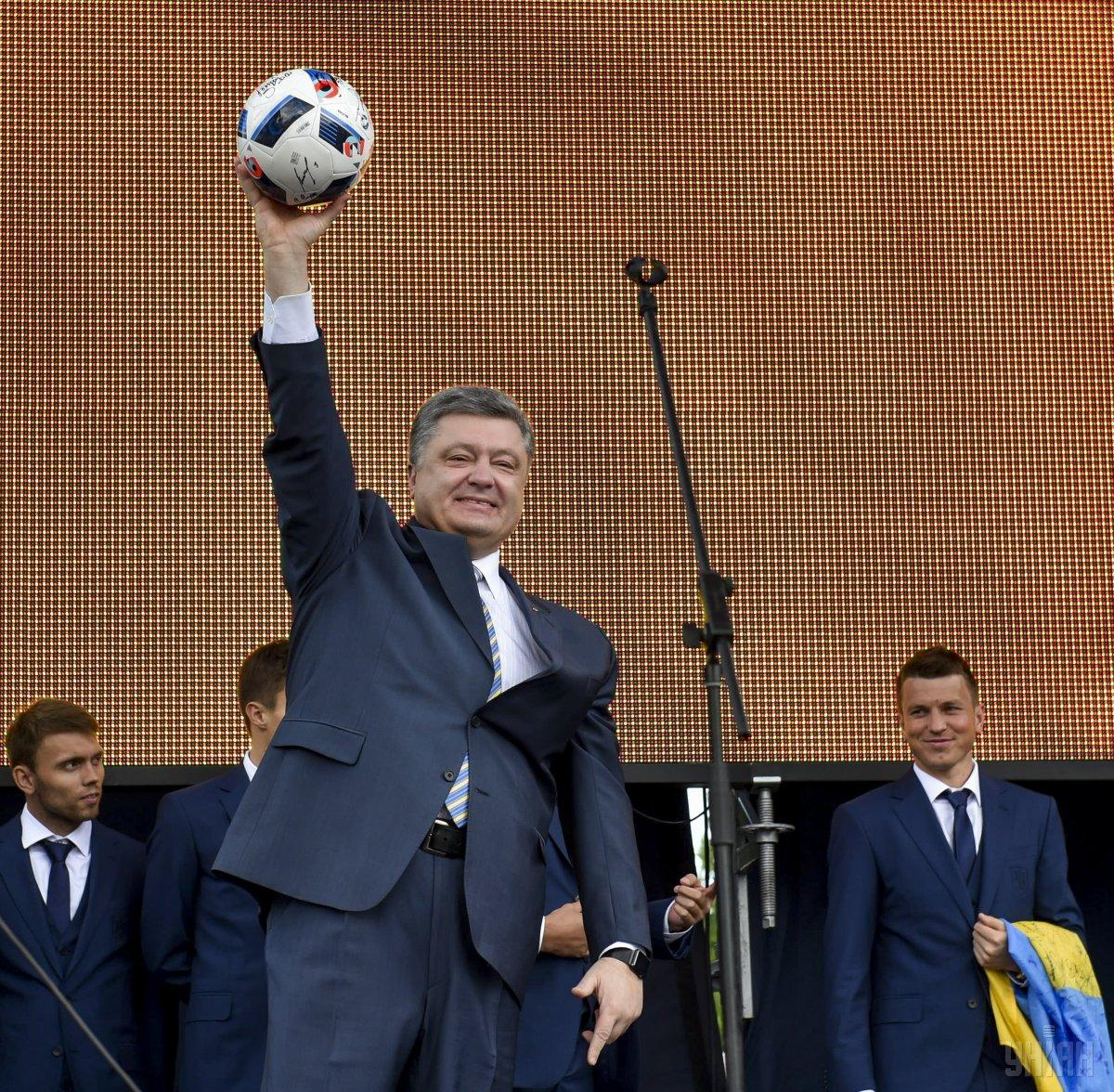 Порошенко розповів, за кого вболіватиме у фіналі Ліги чемпіонів / фото УНІАН