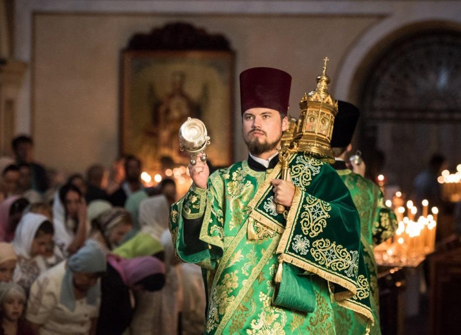 У Києво-Печерській лаврі почали святкувати П'ятидесятницю / news.church.ua