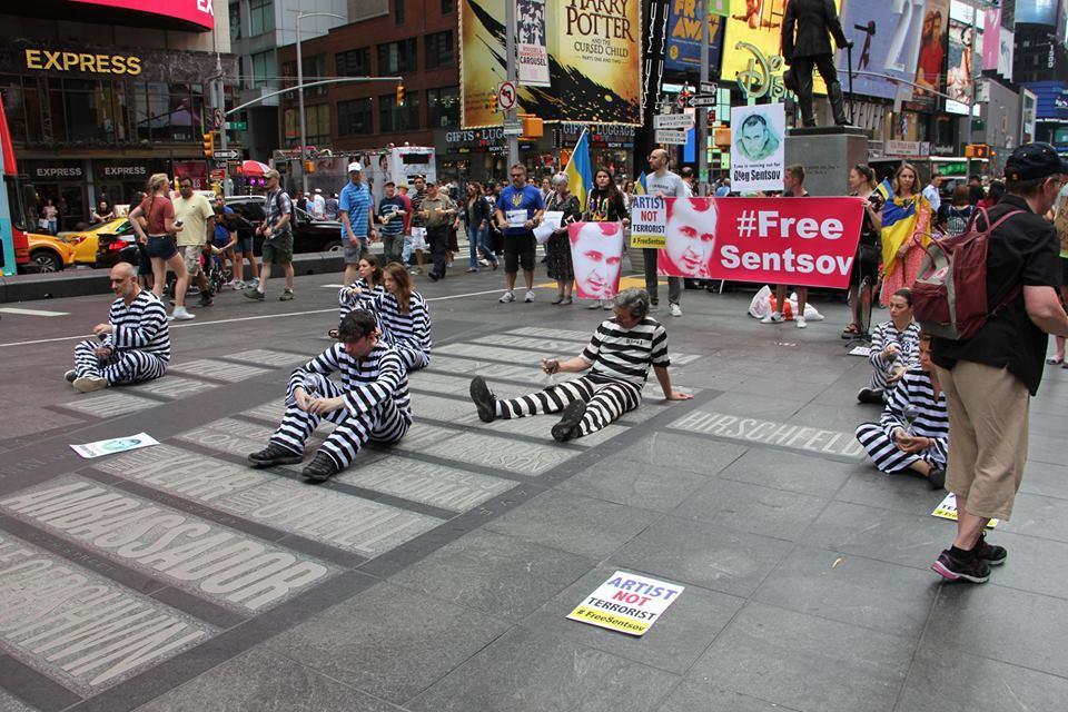 В Нью-Йорке состоялась зрелищная акция в поддержку Сенцова / фото facebook.com/andrei.zagdansky