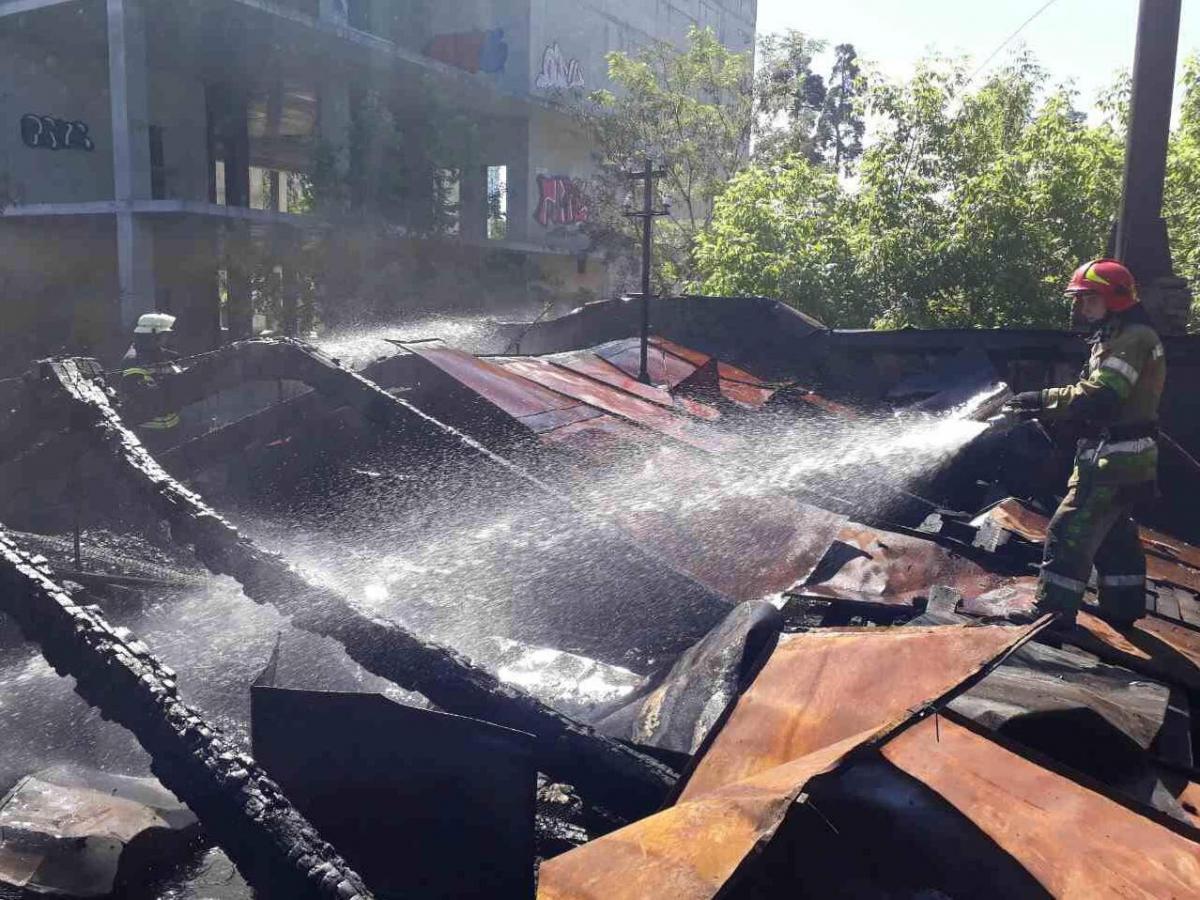 ВКиеве случилось возгорание вмногоэтажном здании прежнего кинотеатра «Экран»