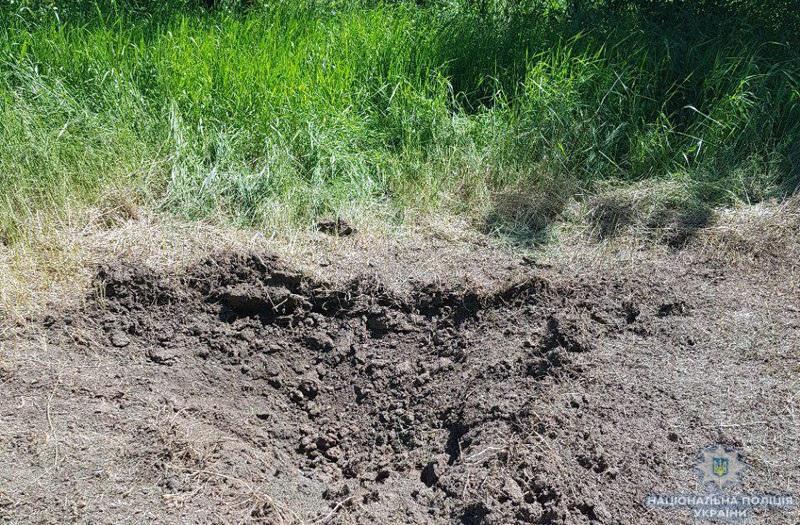 Снаряд разорвался в 3 метрах от девочки / фото dn.npu.gov.ua