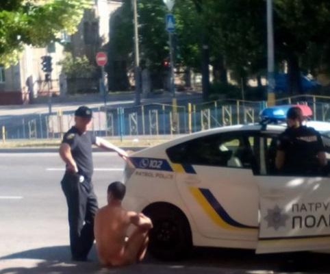 Патрульные задержали мужчину / Скриншот