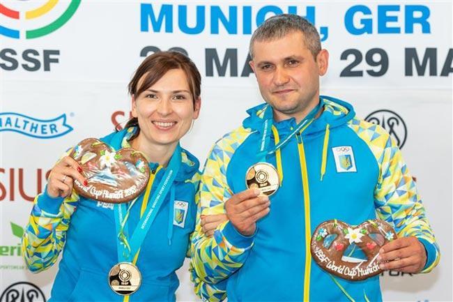 Костевич и Омельчук выиграли золото в миксте на этазпе Кубка мира / issf-sports.org