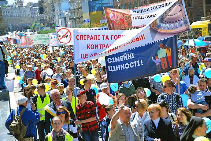 Ход по случаю Всеукраинского дня семьи / vrciro.org.ua