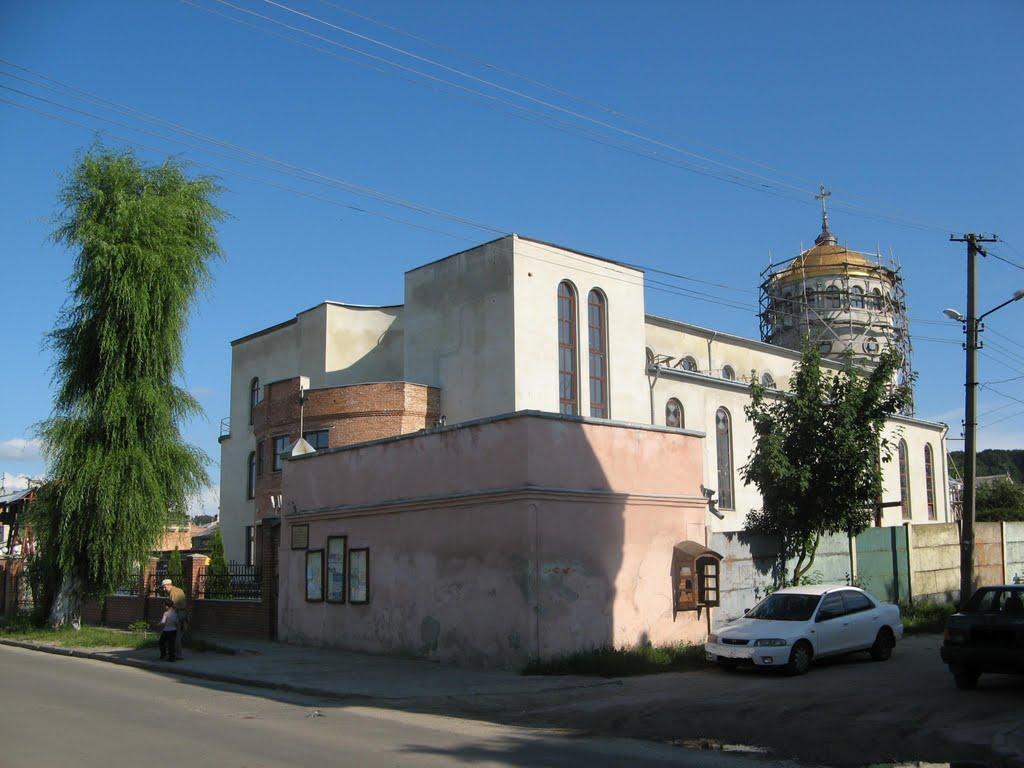 Храм УГКЦ, з якого намагались вкрасти метал  / 032.ua