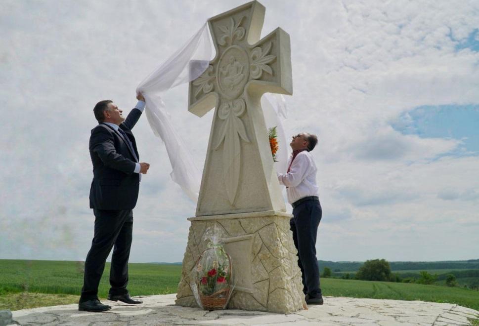 На поле, где казаки разгромили татар, установили каменный крест / dumskaya.net