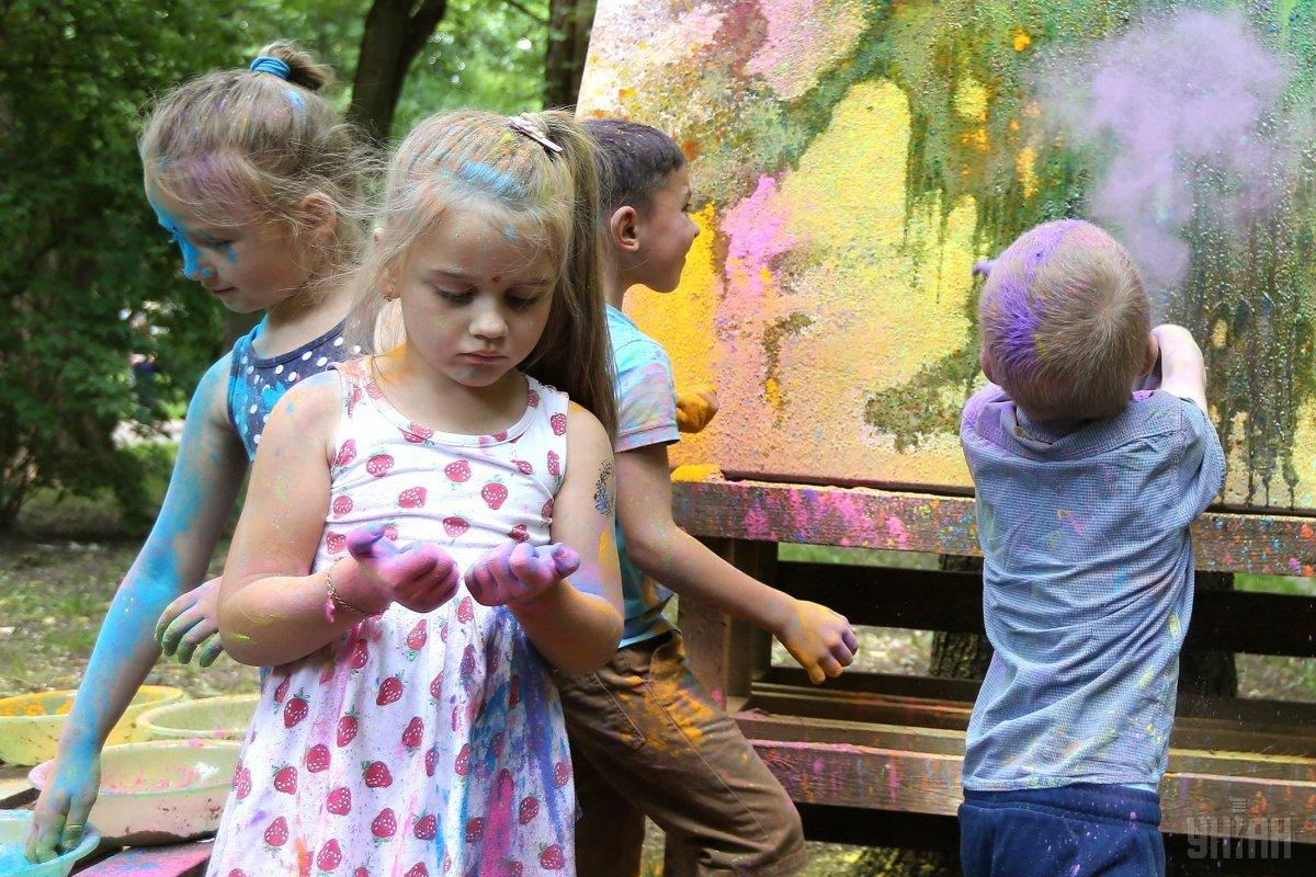 В первый день лета отмечается Международный день детей / фото УНИАН