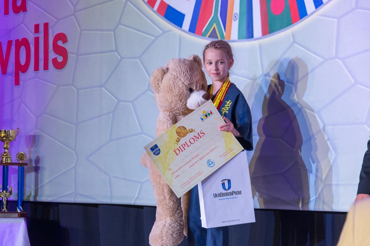 9-річна Єлизавета Колотило з Черкас займається цим видом спорту два роки / фото Максим Муравський