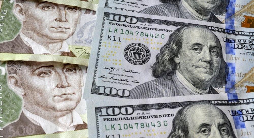 Курс доллара после резкого взлета снова падает
