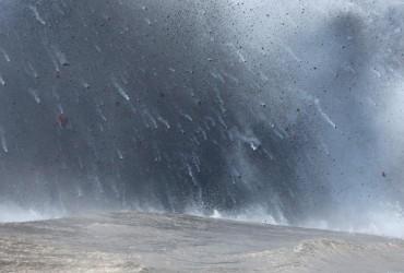 """На Гаваях відбулося виверження вулкана: """"бомба"""" з лави поранила 23 людини (відео)"""