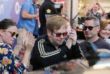 """""""Я потерял голос"""": Элтон Джон прекратил концерт в Новой Зеландии из-за болезни (видео)"""