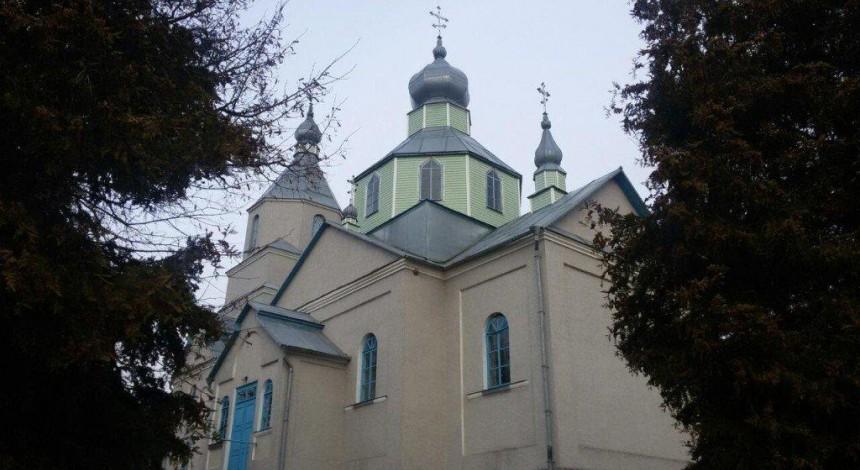 На Тернопольщине община УПЦ в суде отстояла право пользоваться храмом