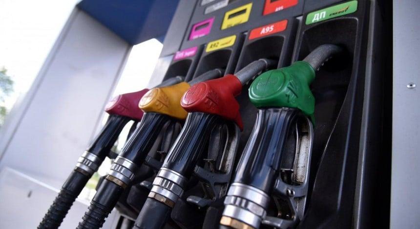 Украинские АЗС опускают ценники: сколько сегодня стоит заправить авто