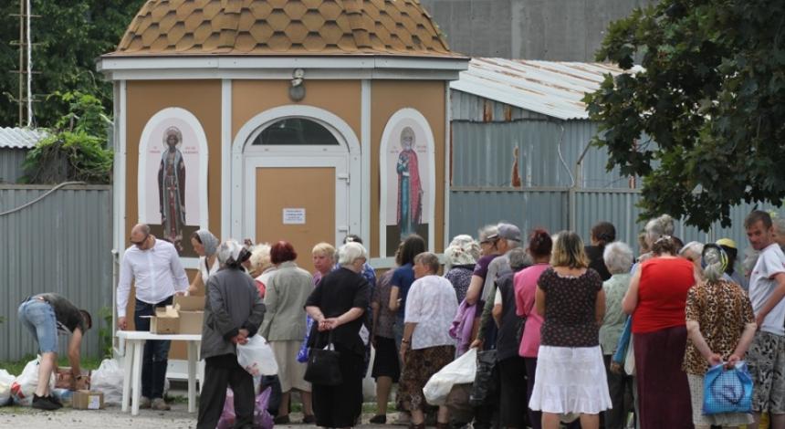 Киевские пенсионеры и малоимущие получили помощь от Кафедрального собора УПЦ