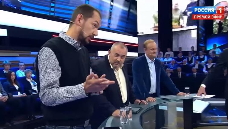 Російські ведучі постійно перебивали українського журналіста, не даючи можливості висловитися / скріншот