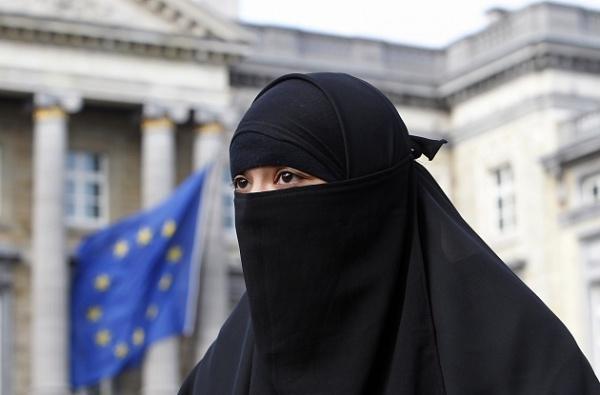 Никаб и бурка попали под запрет в Дании / islam-today.ru