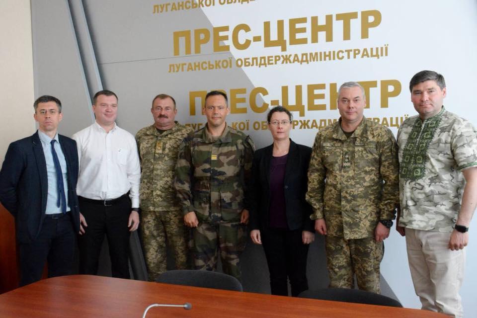Посол Франции вКиеве посетила Донбасс