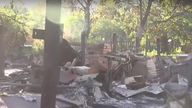 Боевики лупят по домам зажигательными боеприпасами / Скриншот видео ТСН
