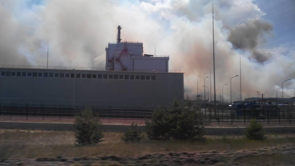 Тушение пожара продолжается / фото facebook.com/levina.ns