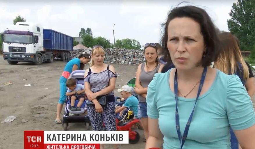 В Дрогобыче местные жители бойкотируют коммунальщиков из-за мусора / Скриншот - ТСН