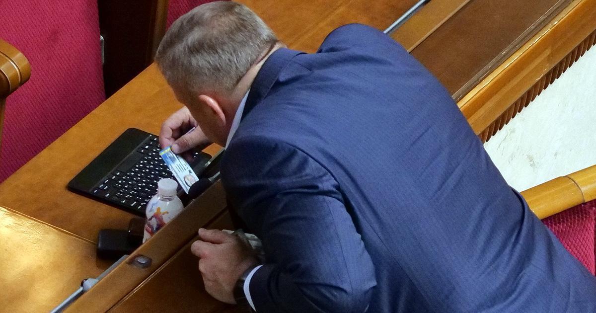 Количество случаев кнопкодавства среди нардепов увеличилась / фото chesno.org