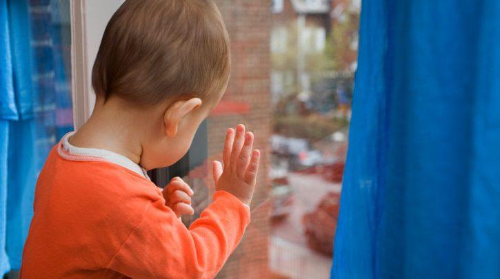 Возраст ребенка не уточняется, на вид мальчику около 4 лет / фото - newgrodno.by