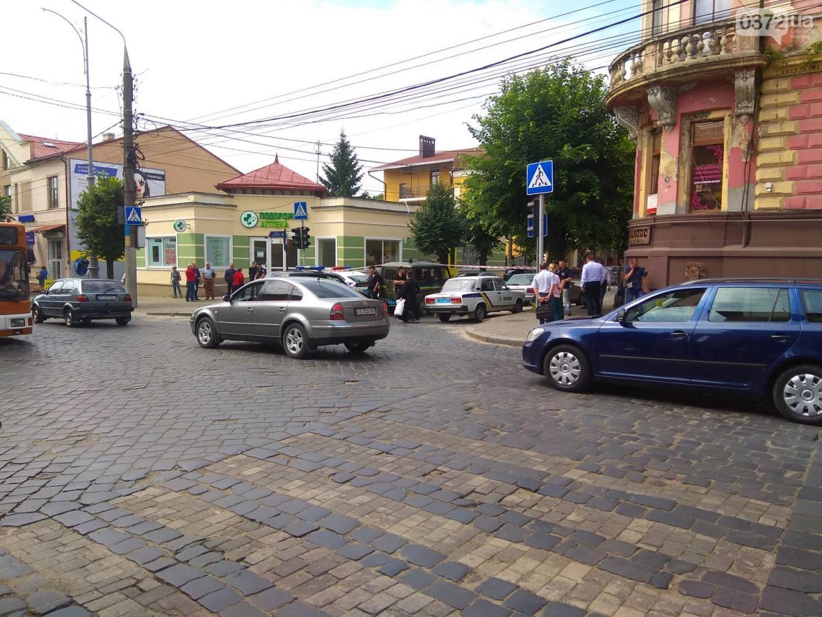 На месте работали сотрудники аварийных служб, правоохранители, спасатели / 0372.ua