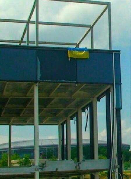 В Донецке виситфлаг Украины / фото twitter.com/vital_ovchar