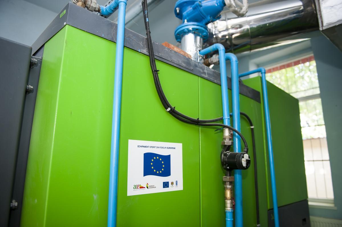 Такую печь можно топить как биомассой, так и традиционными дровами / Фото EU