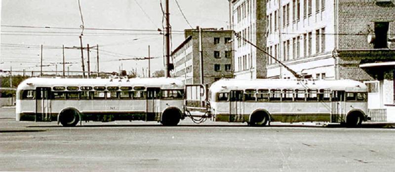 12 июня 1966 года в Киеве стартовала эксплуатация первого в мировой практике троллейбусного поезда