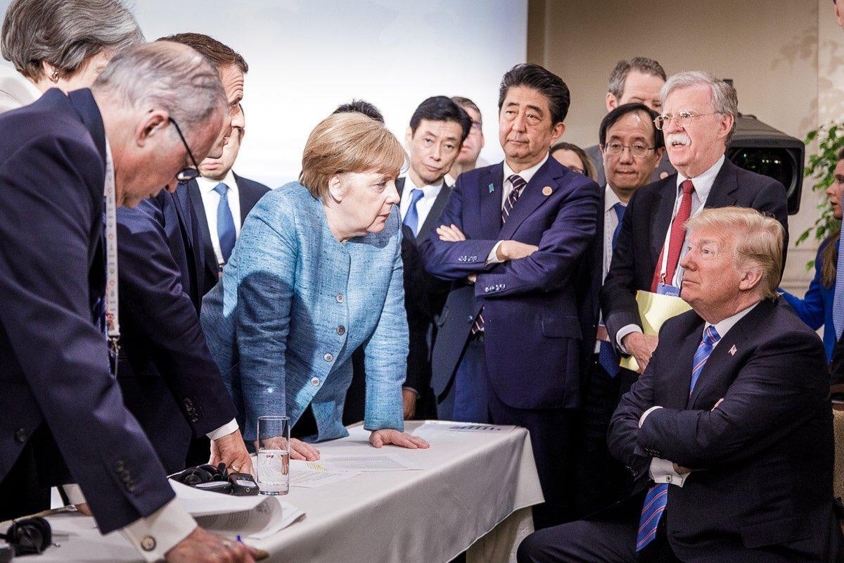 """В соцсетях """"завирусили"""" фото Трампа и Меркель с G7 / Twitter - Steffen Seibert """