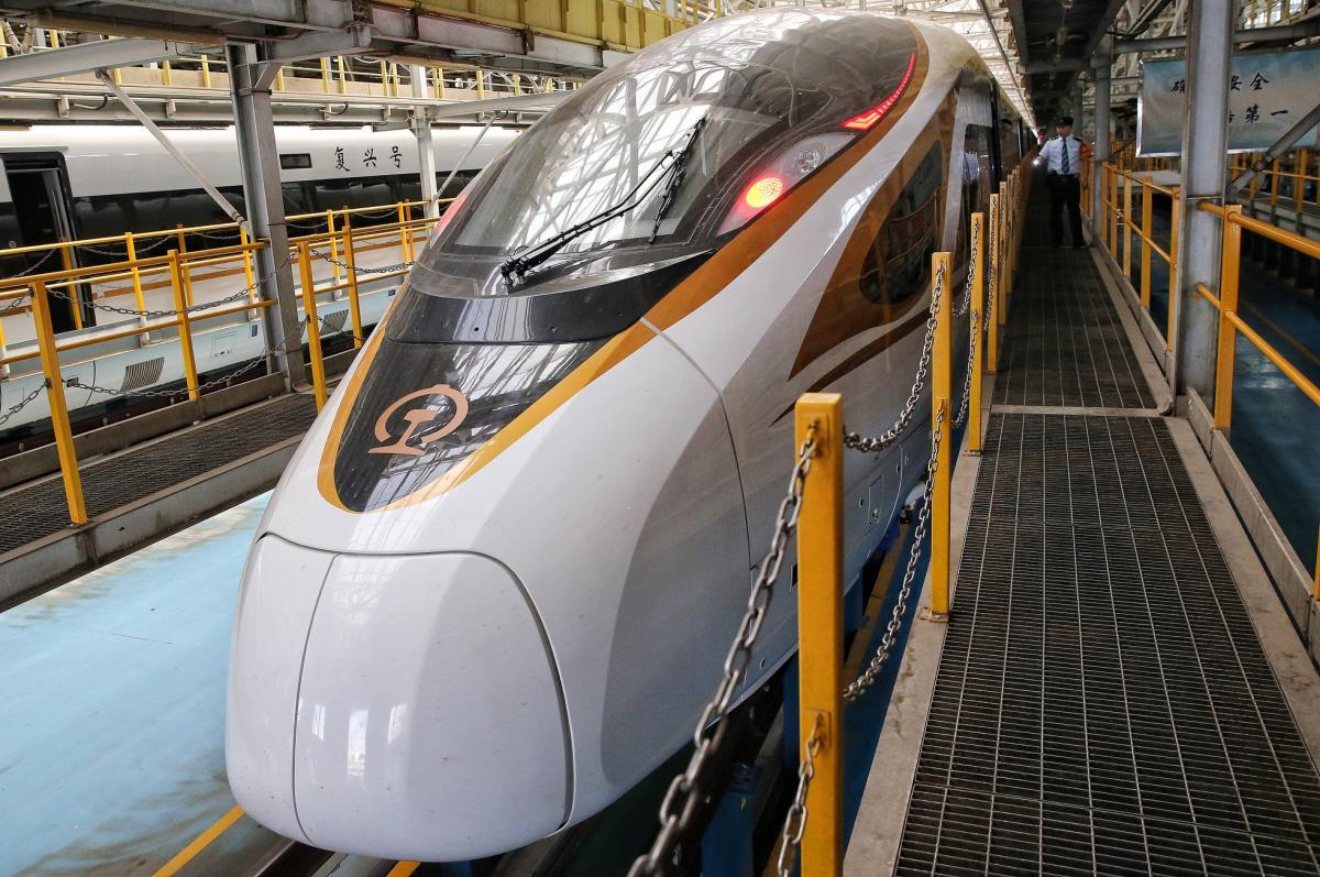 Новий потяг складатиметься з 16 вагонів / фото facebook.com/cgtnrussian