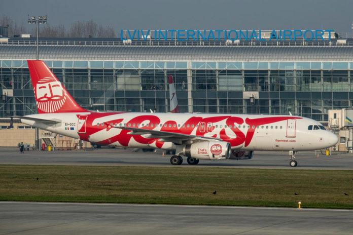 Airbus A320 Ernest Airlines в аэропорту Львов / Фото: Юра Танчин