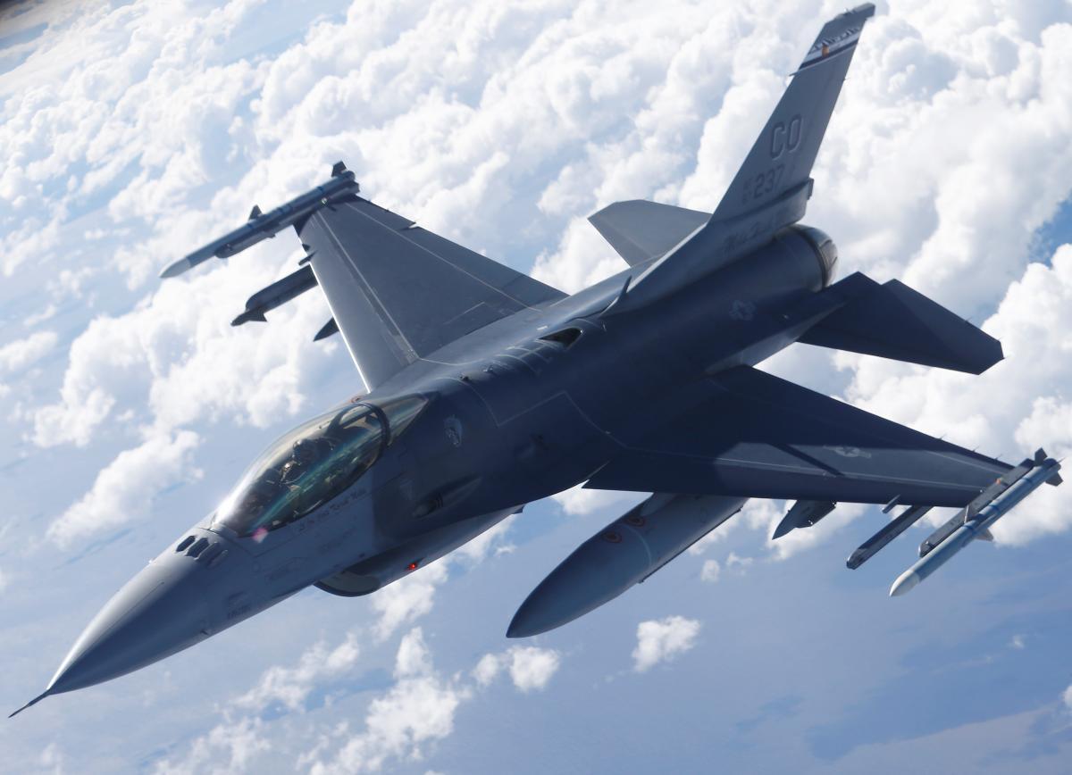 F-16 протаранил здание на авиабазе Нидерландов / REUTERS