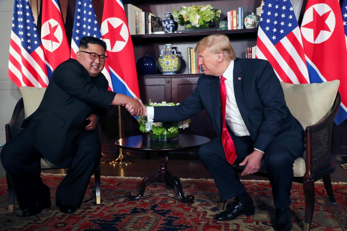 Рукостискання Кім Чен Ина і Дональда Трампа / REUTERS