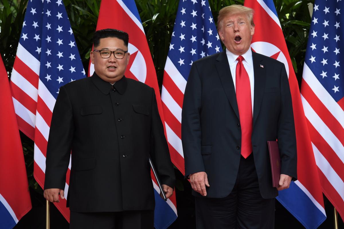 Дональд Трамп и Ким Чен Ын подписали историческое заявление о денуклиаризации КНДР / REUTERS