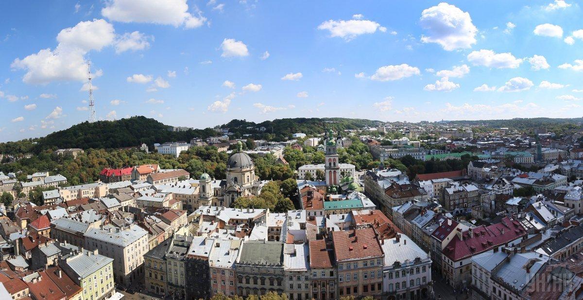 З другого поверху львівської Ратуші ледь не вистрибнула жінка / Фото УНІАН