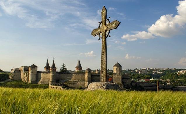 У кам'янецькій фортеці знайдено сліди католицького й православного храмів / credo.pro