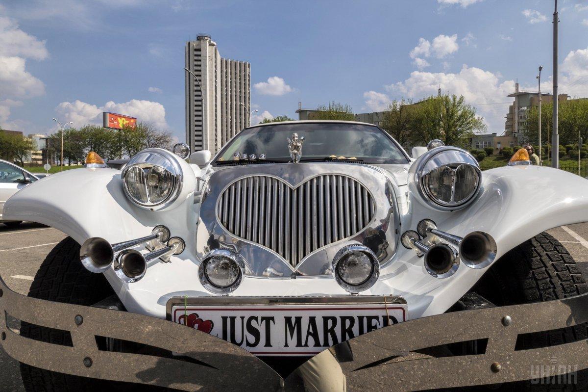 В Україні зафіксували вже третій цього місяця весільний бум / фото УНИАН